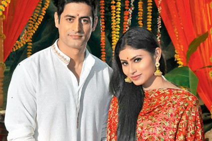 Mohit Raina is dying to work with rumoured ladylove Mouni Roy once again! We really hope that happens soon!