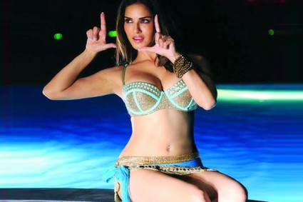 I was a nervous wreck on the first day of Shah Rukh Khan's Raees song shoot, suggests Sunny Leone!