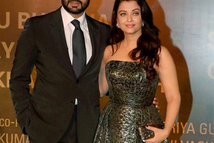 Abhishek Bachchan's AWKWARD moment with Aishwarya Rai Bachchan at Sarbjit premiere was actually a SWEET gesture!