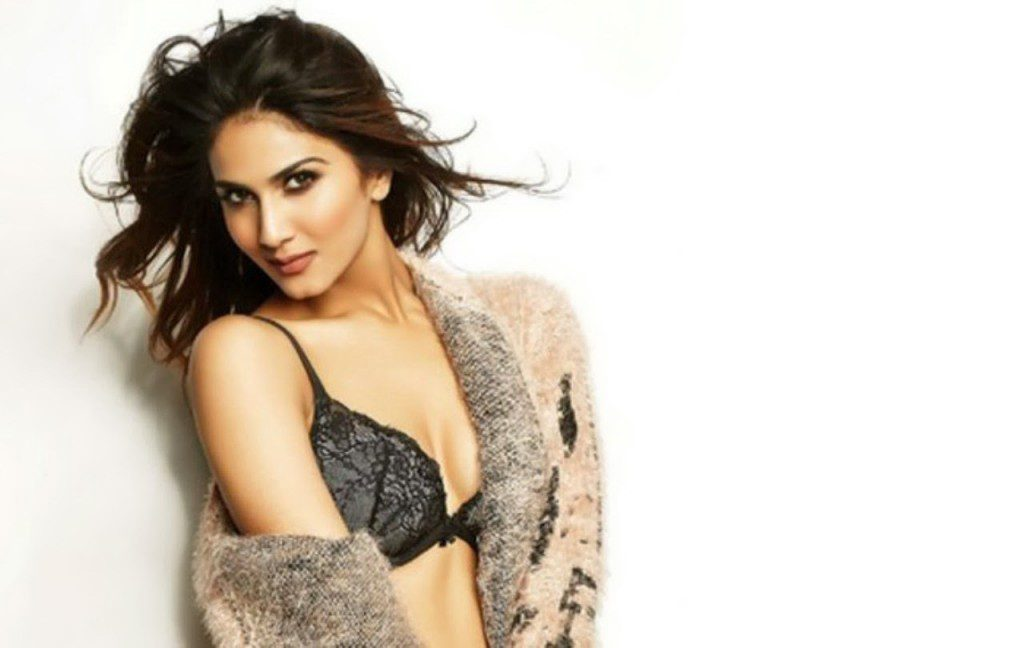 Vaani-Kapoor-Family-Photo-Father-And-Mother-Name-Age-Biography (1)