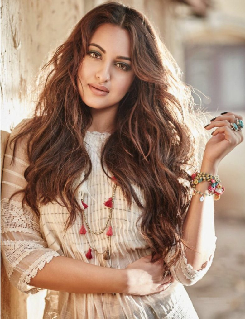 Beautiful-Sonakshi-Sinha-Wallpaper (1)