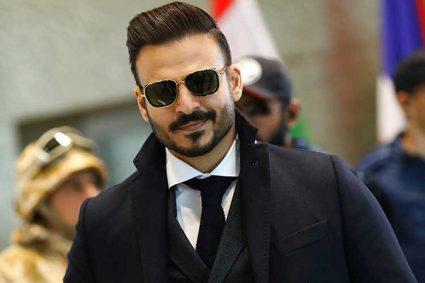 Vivek Oberoi believes that artistes must try to protect themselves from both love and criticism