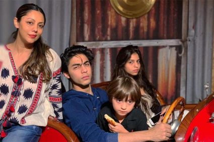 Gauri Khan's children, Aryan Khan, Suhana Khan and AbRam paid a visit to mommy's store in the suburbs