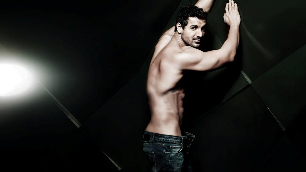 Six_Pack_Body_of_John_Abraham_Actor_Photo