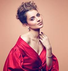 Kangana Ranaut revealed how details about her love life, and how she's an obsessive lover.