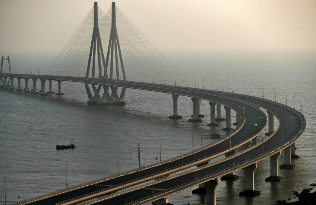 A view of Bandra-Worli sea link over the Arabian Sea is seen during a 14-hour long curfew to limit the spreading of coronavirus disease (COVID-19) in the country, in Mumbai, India, March 22, 2020. REUTERS/Francis Mascarenhas - RC21PF9A2JX0